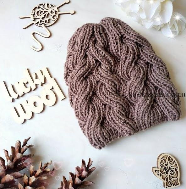 шапка спицами узором из жгутов вязание женской шапки спицами видео